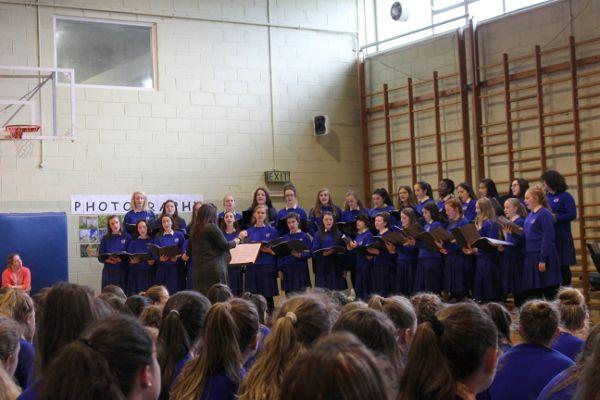 choir3641736F-6906-7081-A15D-0700B7D8D05B.jpg